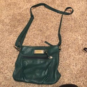 Like new green crossbody purse:)